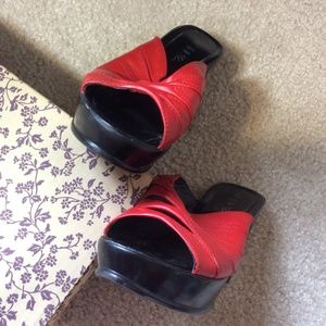 Hot Topic Shoes - SEXY! Vampy Red & Black Chunky Open-Toe Platforms